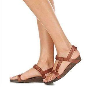 NWOB Teva Ysidro Universal sandals size 7